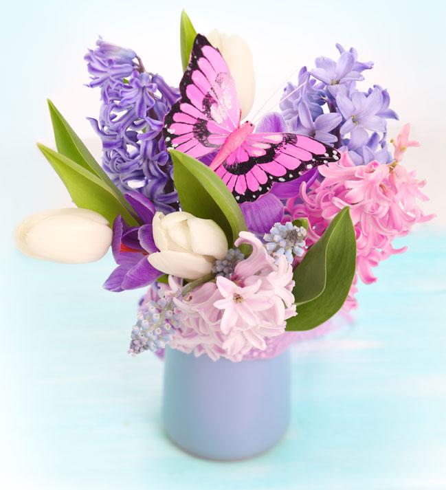 Весенние цветы представляя собой не