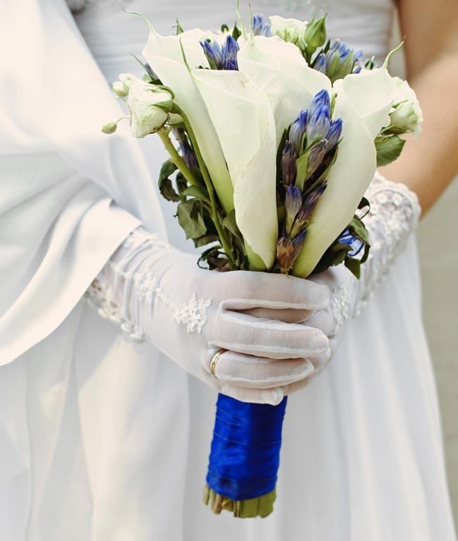 Этот тренд коснется как одежды, так и других свадебных аксессуаров. В целом каждый элемент свадебного букета должен гармонировать с общим стилем свадебного